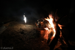Lagerfeuer mit Feuerwerk